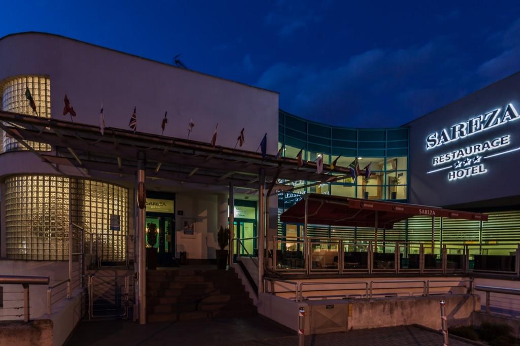 Sareza Hotel v noci